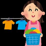エプロンを付けた女性が洗濯物を干しているイラスト